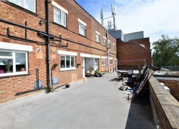 Thumbnail 3 bed flat to rent in Farnham Road, Farnham Royal, Slough