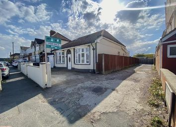 Thumbnail 6 bed detached bungalow for sale in Arundel Road, Luton