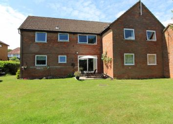 2 bed flat for sale in St. Johns Road, Penn, High Wycombe HP10