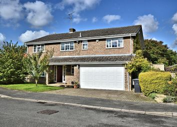Thumbnail 6 bed detached house for sale in Sun Gardens, Burghfield Common, Reading