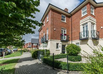 Beacon Avenue, Kings Hill ME19. 5 bed town house
