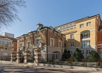 68 Vincent Square, Westminster, London SW1P. 3 bed flat for sale