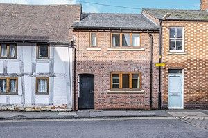 2 bed terraced house to rent in Cowl Street, Evesham WR11