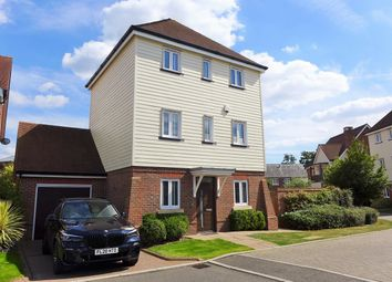 Thumbnail 3 bed detached house to rent in Kingfishers, Fleet