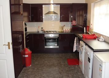 Thumbnail 4 bed flat to rent in Newsome Road, Newsome, Huddersfield
