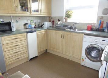 Thumbnail 2 bed flat for sale in Broadwater Crescent, Welwyn Garden City