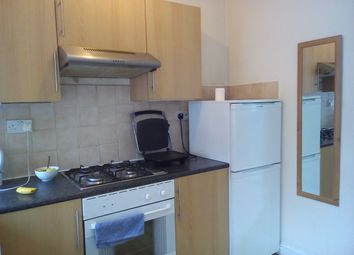 Thumbnail 1 bed flat to rent in Bank Buildings, Fulham Broadway