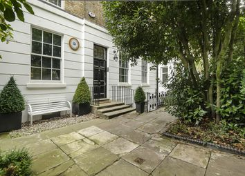 Thumbnail 3 bedroom flat to rent in The Grove, Highgate, London