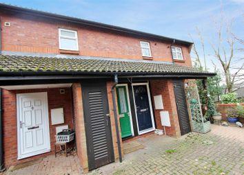 Thumbnail 1 bed flat to rent in Wheatfield, Hemel Hempstead, Hertfordshire