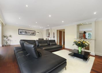 6 bed detached house to rent in Hampton Court Way, East Molesey KT8