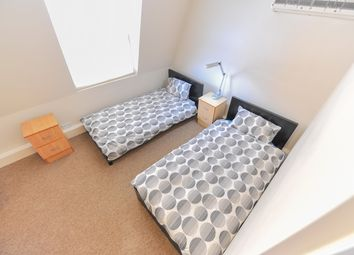 Thumbnail 1 bed flat to rent in Cromwell Raod, London