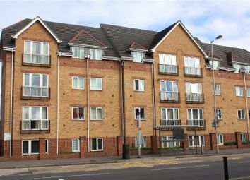 2 bed flat to rent in Westgate Court, Oxford Road, Reading, Berkshire RG30