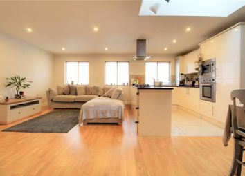 2 bed flat for sale in Queens Road, Reading, Berkshire RG1