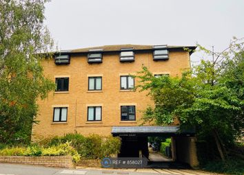 2 bed flat to rent in Queens Road, Brentwood CM14