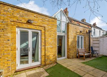 Blue Anchor Alley, Richmond TW9.. 2 bed bungalow for sale