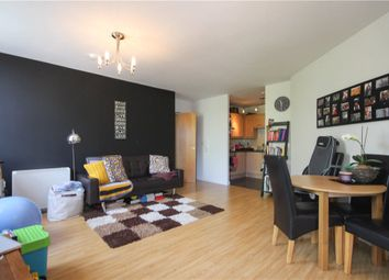Thumbnail 2 bedroom flat for sale in Upper Street, Fleet