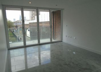 3 bed flat to rent in Sutton Street, East London E1