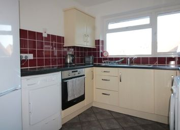 2 bed flat to rent in Lavender Park Road, West Byfleet KT14