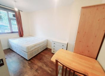 4 bed maisonette to rent in Cooks Road, London SE17