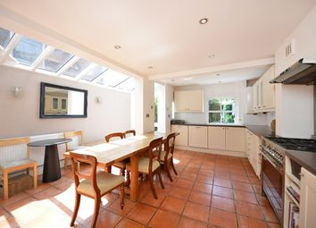 Thumbnail 5 bed flat to rent in Avenell Road, London