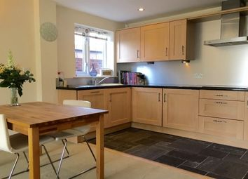 2 bed flat to rent in Station Road, Wilmslow SK9