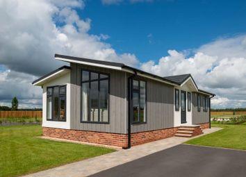 2 bed mobile/park home for sale in Sandleford Lodge Park, Greenham, Thatcham RG19