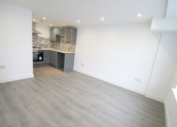 Thumbnail 1 bed flat to rent in Rothesay Road, Luton