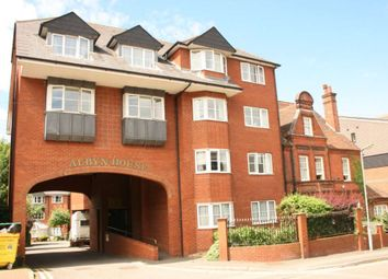 Thumbnail 2 bed flat to rent in Albyn House, Alexandra Road, Hemel Hempstead
