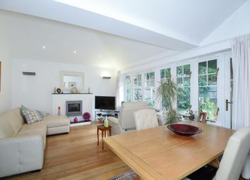 Thumbnail 2 bed flat to rent in East Sheen, London