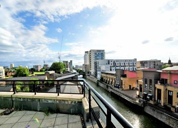 Thumbnail 2 bed flat to rent in Locksons Close, London