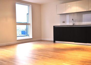Thumbnail 3 bedroom flat to rent in Kew Bridge Road, Brentford
