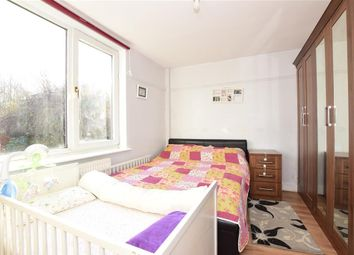 2 bed maisonette for sale in Chigwell Road, Woodford Green, Essex IG8