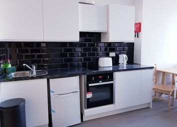 Thumbnail Room to rent in White Horse Woolwich Road, Flat 2, London