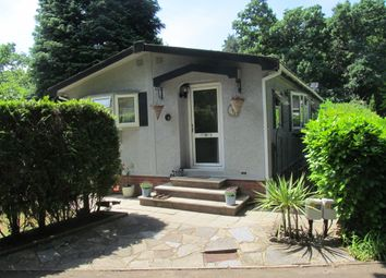 Thumbnail 2 bed mobile/park home for sale in Fangrove Park (Ref 5950), Chertsey, Surrey