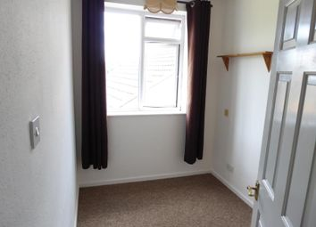 Thumbnail Room to rent in Dolphin Court, Bremer Road, Staines