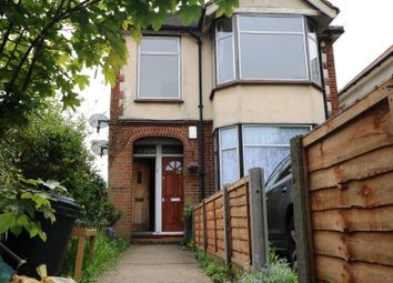2 bed flat to rent in Oldchurch Road, Romford, Essex RM7