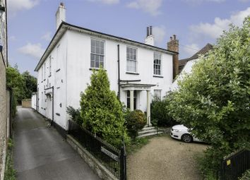High Street, West Malling ME19. 2 bed flat
