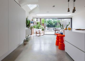 Thumbnail Serviced town_house to rent in Bovingdon Road, London