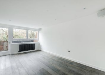 3 bed flat to rent in Carnoustie Drive, Islington, London N10DX N1