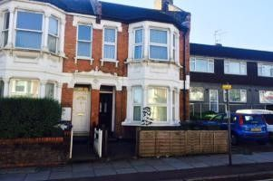 1 bed flat to rent in Plumstead High Street, London SE18