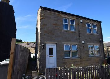 Thumbnail 2 bedroom flat to rent in Bleasdale Avenue, Birkby, Huddersfield