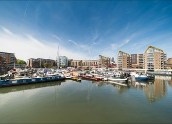 Thumbnail 1 bed flat to rent in Gainsborough House, Docklands