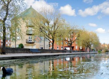 Thumbnail 1 bed flat to rent in Wolfe Crescent, London