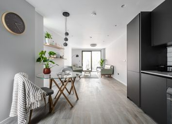 Shore Road, London E9. 1 bed flat for sale