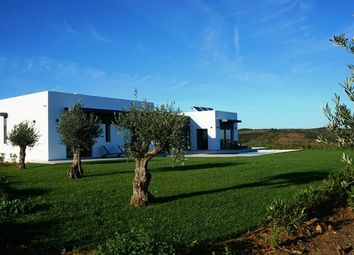 Thumbnail 4 bed villa for sale in Portugal, Algarve, Castro Marim