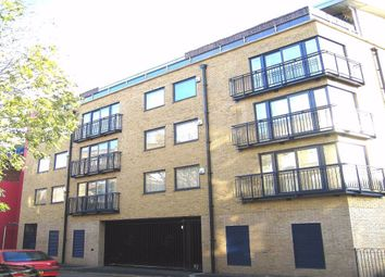 Thumbnail 2 bed flat to rent in Bowling Green Place, London