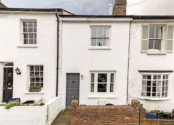 2 bed flat to rent in Albert Road, Richmond TW10