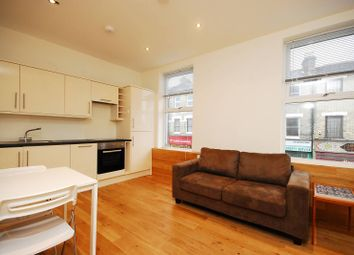 Thumbnail 1 bed flat to rent in Askew Road, Chiswick