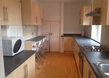 2 bed flat to rent in Cardigan Road, Hyde Park, Leeds LS6