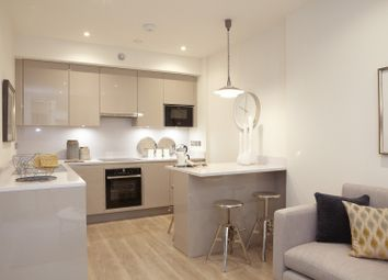 Thumbnail 2 bed flat for sale in Kings Road, Reading